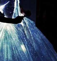 simon-lewis:      Zac Posen's gown for Claire Danes for the Met Gala     (via fuckyeahfashioncouture)