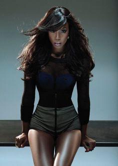 Kelly Rowland Believes Being Dark Skin Has Held Her Back Most Beautiful Black Women, Beautiful People, Simple Makeup Tips, Kelly Rowland, Vogue, Celebs, Celebrities, Dark Skin, Black Girls
