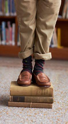 Mocassins Ralph Lauren classiques pour garçons : une touche finale d'inspiration universitaire qui ne se démode jamais. Ces penny loafers classiques en cuir doux sont confectionnés avec soin aux États-Unis.