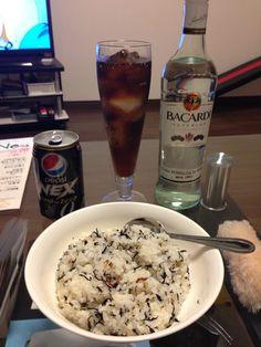 ひじきご飯とラムコーク