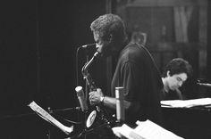 Charles McPherson es un saxofonista alto de jazz de origen estadounidense que nació el 24 de julio de 1939. Es un discípulo de Charlie Parker que ha aportado al bebop su propio lirismo. Ha trabajado junto a Charles Mingus y ha llevado su música a numerosos locales de Detroit y Nueva York.
