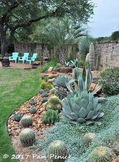 Enchanting DIY Vertical Planter that Wicks the Garden Bed É . - backyard garden layout - Enchanting DIY Vertical Planter that Wicks the Garden Bed É … - Succulent Landscaping, Front Yard Landscaping, Succulents Garden, Landscaping Ideas, Outdoor Cactus Garden, Indoor Cactus, Succulent Rock Garden, Desert Landscaping Backyard, Patio Ideas