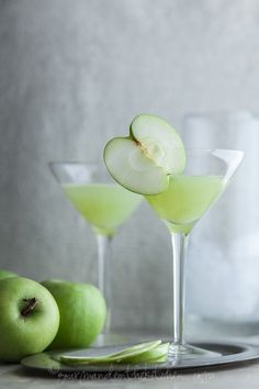 Green Apple Ginger Martini - A fall inspired cocktail with the crisp and juicy flavors of green apples and the spiciness of fresh ginger.