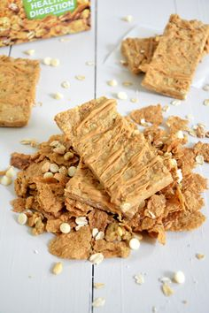 Vanilla Graham No Bake Granola Bars | A #healthy, #nobake granola bar made of oats and vanilla graham clusters!