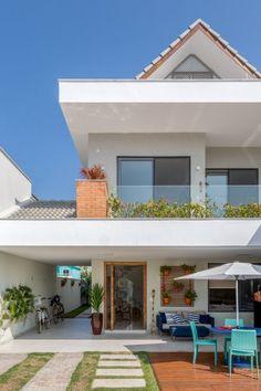 Esta casa de 220 m² no Rio de Janeiro tem estilo praiano e muita luz natural Modern Exterior House Designs, Modern House Design, Modern Architecture House, Home Room Design, Home Design Plans, House Front Design, House Goals, Future House, New Homes