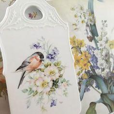 #포슬린페인팅 #울산포슬린 #포슬린수업 #porcelainpainting #artwork #handpainted #porcelain #painting #drawing #bird #flower #pure #interior #chinapainting #hobby #art #porcelainart #포슬린 #핸드페인팅 #꽃 #새 #그림 #취미 #포슬린아트#도자기 #인테리어#meissen