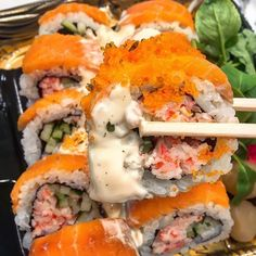 Make your own delicious California sushi rolls with seaweed sheets, sweet and tangy sushi rice, cucumber, avocado, and a creamy imitation crab. Sushi Recipes, Baby Food Recipes, Seafood Recipes, I Love Food, Good Food, Yummy Food, Comida Picnic, Food Goals, Aesthetic Food