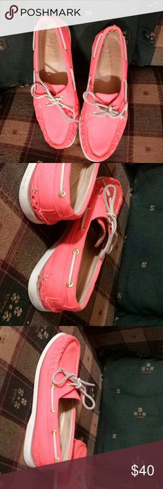 Salmon color Sperry's size 9 Super cute salmon color Sperry top sliders size 9.. this is a must have color. A little dirt on the back of the one shoe picture included. Will go great with any fall outfit. Sperry Top-Sider Shoes Flats & Loafers