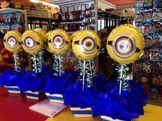 Centros de mesa Minions Birthday Theme, Minion Theme, Mario Birthday Party, Minion Party, 6th Birthday Parties, 1st Boy Birthday, Birthday Party Decorations, Birthday Ideas, Minion Centerpieces