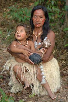 Brazil | Portrait of a mother and child taken near Manaus | © Mohamed Haykal