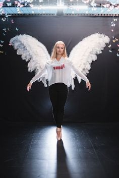 For the Prima Ballerina in all of us. This high-low hoodie is made super soft, lightweight jersey so you can wear it year-round Dance Outfits, Cute Outfits, Dance Crop Tops, Folk Costume, Costumes, Ballet Photography, Dance Poses, Ballet Beautiful, Colourful Outfits