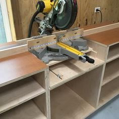 Woodworker's Journal - Ultimate Miter Saw Stand Plan Miter Saw Stand Plans, Miter Saw Bench, Mitre Saw Stand, Woodworking Shop Layout, Rockler Woodworking, Mitre Saw Station, Mobile Workbench, Diy Table Saw, Ideas