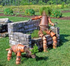 """A creative way to spruce up your garden and use chipped terra cotta pots. There is no """"wrong"""" way to build a terra cotta clay pot garden person. Flower Pot People, Clay Pot People, Pots D'argile, Clay Pots, Garden Crafts, Garden Projects, Garden Ideas, Porches, Clay Pot Crafts"""