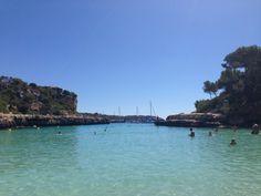 Cala Llombards, Mallorca  Die Bucht Sie befindet sich im Osten der Gemeinde Santanyí zwischen den Orten Cala Llombards und Cala Santanyí