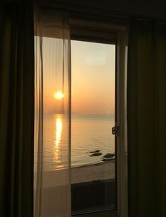 51 Ideas Window Lighting Photography Sunsets For 2020 Sky Aesthetic, Aesthetic Rooms, Aesthetic Photo, Aesthetic Pictures, Window View, Barndominium, Golden Hour, Belle Photo, Aesthetic Wallpapers