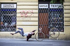 Gravity-Defying Photos of People Falling Calmly - My Modern Metropolis
