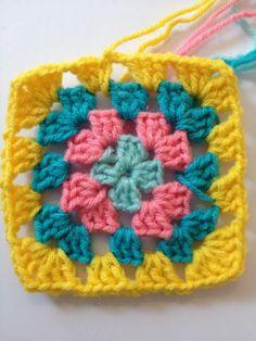 Karen Klarbæks Verden: Granny Square step by step Sewing Crafts, Diy Crafts, Wool Yarn, Boho, Birthday Wishes, Elsa, Knit Crochet, Crochet Necklace, Crafty