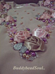 This Pin was discovered by Ter Pearl Embroidery, Tambour Embroidery, Bead Embroidery Patterns, Couture Embroidery, Silk Ribbon Embroidery, Embroidery Fashion, Hand Embroidery Designs, Beaded Embroidery, Tambour Beading