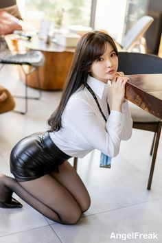 Pretty Korean Girls, Cute Asian Girls, Black Leather Skirts, Leather Dresses, Leder Outfits, Sexy Legs And Heels, Fashion Tights, Beautiful Asian Women, Asian Fashion