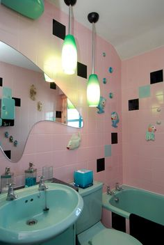 Vintage - Retro - Mid-Century Modern Pink and Aqua Bathroom-----------------OH MY GOD THAT MIRROR!!!!!!!! This is the most awesome bathroom EVER!