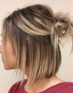 Are you a short hair lover? Are you looking for a perfect look for yourself? Check out the Short Haircuts for Women. Have a look and don't miss! #shorthairstyles #shorthairstylesforwomen #shorthairstylesforthickhair Short Hair Trends, Styling Short Hair Bob, How To Style Short Hair, Short Wavy, Messy Bun For Short Hair, Style A Bob, Short Hairstyles For Thin Hair, Messy Buns, Short Fine Hair Updo