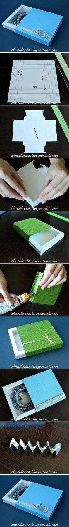 Bonita caixa para presente personalizada feita em cartolina.