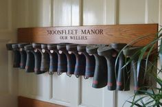 6 DIY Wooden Boot Rack Boot Organizer So come along with us and peek into the DIY 6 wooden boot rack or boot organizer ideas to do with your hands with less fuss and less money. You can build b Boot Storage, Outdoor Shoe Storage, Garage Shoe Storage, Storage Bins, Storage Solutions, Boot Rack, Mudroom Laundry Room, Wellies Boots, Laundry Room Organization