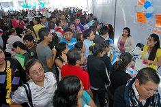 Nezahualcóyotl, Méx. 15 Mayo 2013. Con el fin de dar oportunidad a personas de Nezahualcóyotl, para tener un ingreso que ayude a mejorar sus condiciones de vida, se ofertaron cinco mil empleos durante la primera edición de la Feria Municipal del Empleo, organizada por la Dirección de Desarrollo Económico Municipal.