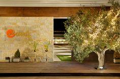 Η είσοδος στο Anais Club. Λιτή, φωτισμένη και όμορφη. Places, Home Decor, Decoration Home, Room Decor, Home Interior Design, Home Decoration, Lugares, Interior Design