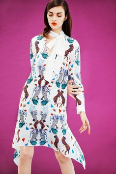 See the complete Mary Katrantzou Pre-Fall 2017 collection. Fashion 2017, Runway Fashion, Fashion News, Mary Katrantzou, Vogue Mexico, Fashion Show Collection, Designer Collection, Casual Street Style, Ready To Wear