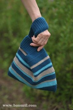 도안 나눔 5번째 트라이앵글 크로쉐 다용도 가방 : 네이버 블로그 Felt Keychain, Japanese Knot Bag, Yarn Bag, Knit Basket, Knitted Bags, Knit Bag, Crochet Purses, Crochet Projects, Lana