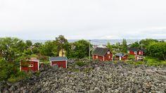 The island of Tankar is typical of the Finnish archipelago: Rocky and rugged, yet green and cute. Tankar is located 18 kilometres from Kokkola harbor to west north.  - Tankar -saari sijaitsee eteläisellä Perämerellä Kokkolan ulkosaaristossa, noin 18 km luoteeseen Kokkolan satamasta.