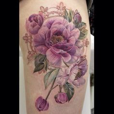 Anna Belozerova floral tattoo. (I keep seeing people commenting on this elsewhere saying it's not a real tattoo. Lmao. It is -___-)