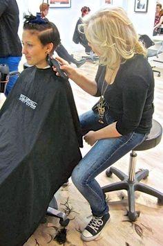 coiffeuse blonde Cutting Hair, Long Haircuts, Longer Hair, Hair Transformation, Undercut Hairstyles, Barber Chair, Fall Hair, Blond, Barber Shop