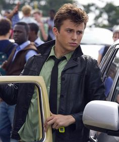 One of my favorite parts of Footloose, his first day of school in pulling up in his car and his outfit compared to everyone elses! :) Ah love this movie
