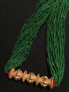 Green glass beads, felt pads and gold pendant. ca century CE. Beaded Jewelry Designs, Bead Jewellery, Tribal Jewelry, Jewelry Patterns, Necklace Designs, Light Weight Gold Jewellery, India Jewelry, Beads And Wire, Beaded Necklace