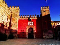 Puerta principal de Los reales Alcázares de Sevilla. Main gate of the Alcazar of Seville.