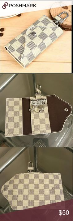 """Key Holder Damier White Checkered White Gray """"NOT Louis Vuitton """" LV INSPIRED  Checkered key holder Key Chain Key Ring.. Designer Style. White and Gray. Brand New. Leather . Louis Vuitton Accessories Key & Card Holders"""