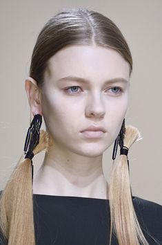 Hussein Chalayan at Paris Fall 2016 (Details) | hair earrings