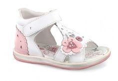 Leather sandals for little girls