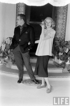 a pregnant Grace Kelly and Prince Rainier