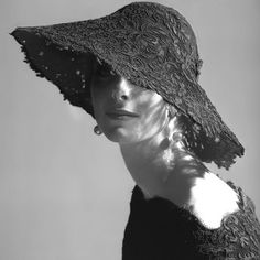 Balenciaga Lace Hat, circa 1961, model Anne St. Marie, photo Tom Palumbo Vintage Outfits, Vintage Fashion, Vintage Hats, Vintage Black, Vintage Dress, Vintage Style, Retro Fashion, Vintage Beauty, Wearing A Hat