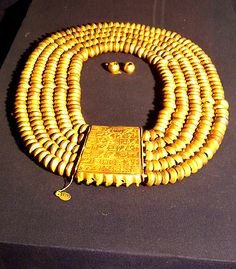Treasure recovered from Psusennses tomb, stored in Cairo Museum. ( typical reward necklace from 18 dynasty)