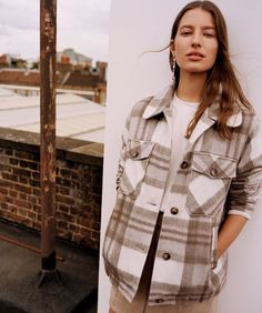 Cozy and trendy checked flannel shirt over simple white tee. Cool Outfits, Casual Outfits, Fashion Outfits, All You Need Is, Flannel Shirt Outfit, Minimal Outfit, Cold Weather Fashion, Just Girly Things, Punk