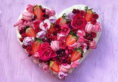 Heart Pavlova - The Meringue Girls Pavlova Cake, Meringue Pavlova, Meringue Desserts, Bee Birthday Cake, Number Birthday Cakes, Birthday Ideas, Meringue Girls, Mini Meringues, Traditional Cakes