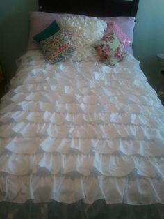 DIY Ruffle bedding tutorial  #waterfall ruffle bedding.  #Smitten By----2 twin flat sheets plus one king size flat sheet to make a duvet cover.