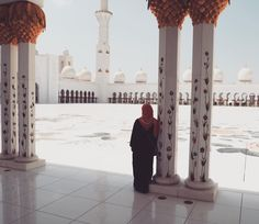 More pics from the magnificent Sheik Zayed Mosque in Abu Dhabi . This place blew my mind! Abu Dhabi is about 40 min away from Dubai and I highly recommend taking the trip while in Dubai.  #dubai #beautiful #instagood #picoftheday #instatravel #instadaily #darlingweekend #weekend #takemeback #travel #traveling #traveltips #foodtinerary #itinerary #thingstodo #mytinyatlas #friday