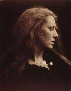 liquidnight: Julia Margaret Cameron Ophelia (Mary Pinnock) Albumen print, 1867 From Julia Margaret Cameron's Women In December little more than a year after Roger Fenton retired from photography. Julia Margaret Cameron Photography, Julia Cameron, History Of Photography, Color Photography, Portrait Photography, Modern Photographers, Photo Portrait, Pre Raphaelite, Portrait Inspiration
