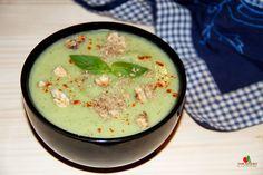 Aceasta este una dintre cele mai bune retete de supa raw testate pana acum: supa crema de avocado, mar si nuci! Un deliciu!