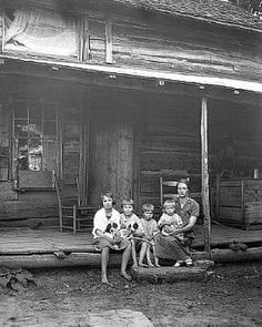 The wife and children of John Mick, a homesteader in Big Run, Monongahela National Forest, West Virginia. ~pfffft my family moved to monogahela Virginia in the life must have sucked big time in England for them to make that move. Appalachian People, Appalachian Mountains, Virginia Mountains, Vintage Pictures, Old Pictures, Old Photos, Antique Photos, Monongahela National Forest, West Virginia History
